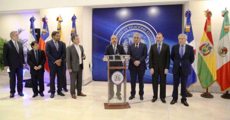 Oposición y Gobierno de Venezuela retomarán diálogo en enero
