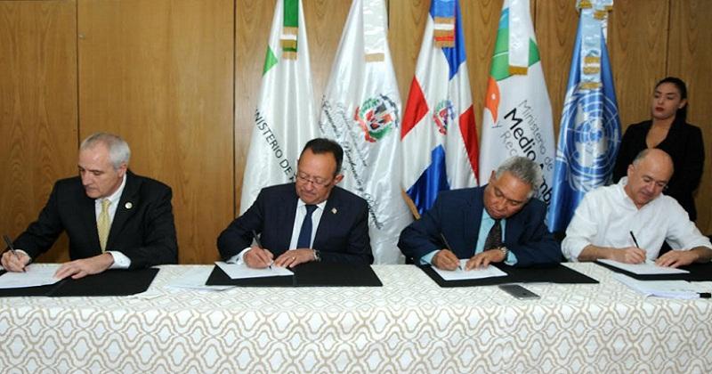 RD y la FAO firman acuerdo garantiza seguridad alimentaria